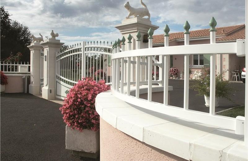 Elégance transparence clôture - cintrée sur muret