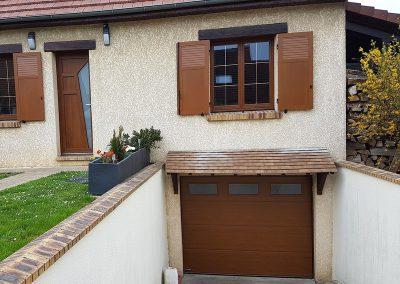 Porte de garage sectionnelle plafond ton bois